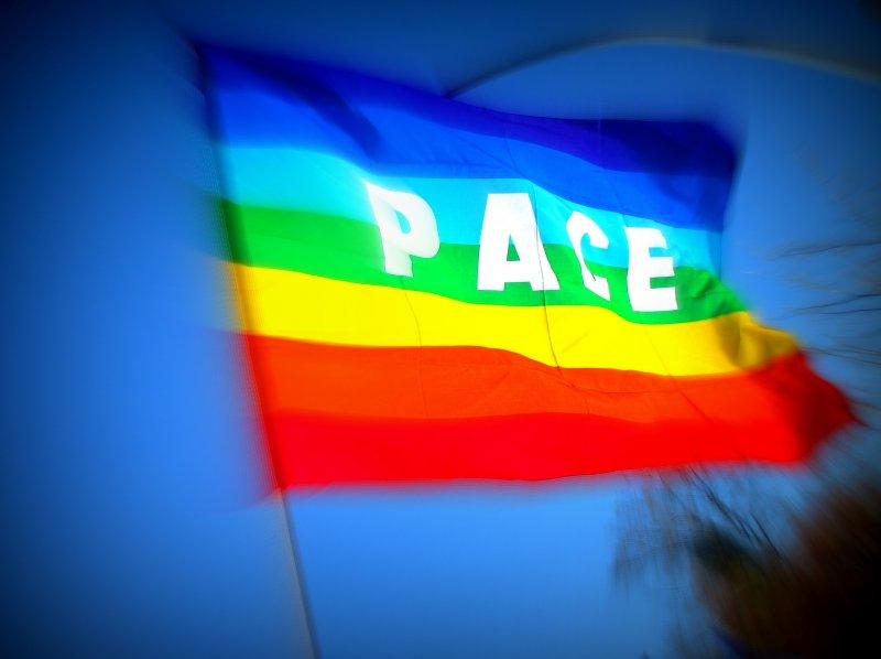 Bandiere della pace in tutti i palazzi pubblici