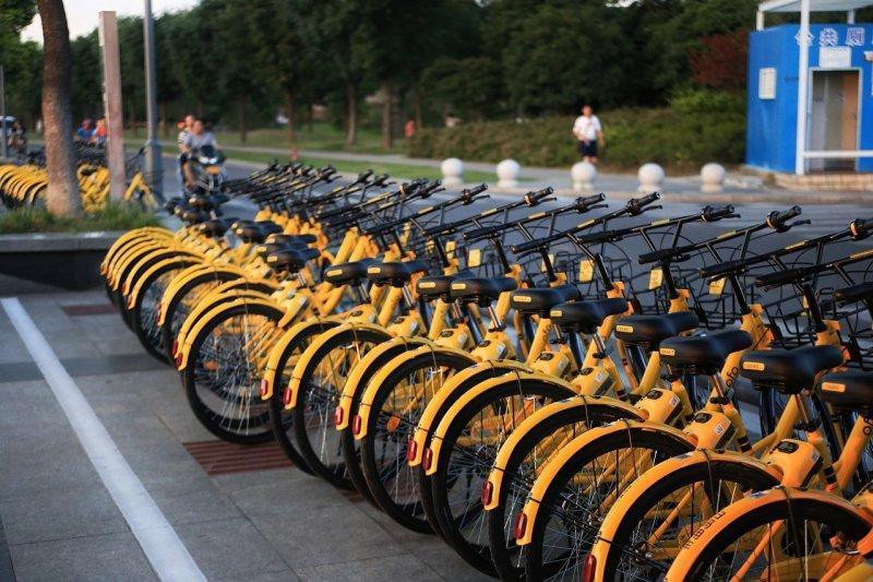 Basta al parcheggio selvaggio delle bike sharing a Roma
